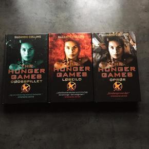 The Hunger Games-trilogien i hardback. Som ny, kun læst en enkelt gang. 50kr pr stk eller 125kr samlet.