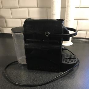 Nespresso kaffemaskine i sort