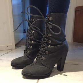 Fede støvler fra Cheap Monday str 37Brugt meget få gange
