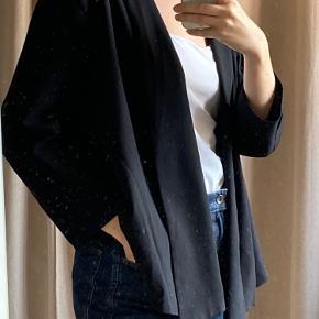 Cool blazer - lang foran - kort bagtil Behagelig og luftig  Ingen knapper