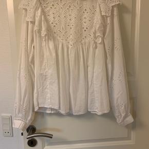 Yndig bluse/skjorte fra HM   Køber betaler fragt