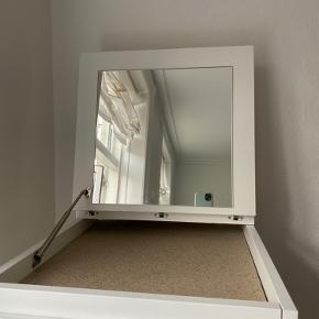 Næsten ny, fin kommode fra Ikea  Med spejl Måler: 40x123 cm