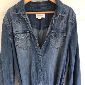 Fin skjortekjole fra Diesel, str. XL børnestørrelse. Ikke-ryger hjem