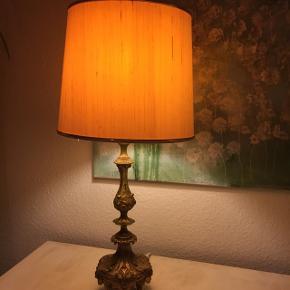 2 Smukke gamle lamper - med skærme