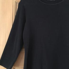 Fin kjole fra cos   Stræk/rib tykt/tungt stof