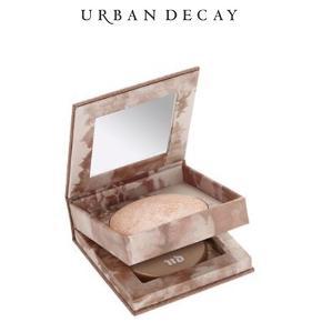 """Sælger min Urban Decay Illuminator i farven """"Luminous"""". Produktet var ikke lige min stil og derfor er den næsten ikke brugt. Nypris er 265kr i magasin  Billedet er fra google."""