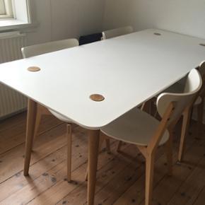 Spisebord fra Ikea. God stand.