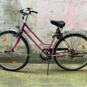 """Really nice retro bike, apparently from Germany according to the last owner.   I had quite a lot of work done to it, so the gears work, a tire replaced, brakes replaced, etc. and it works well.  It has a back rack, foot stand, rear wheel lock and I'll throw in the ABUS lock too. It currently has magnetic powered lights but I might remove these for my new bike.   There is the usual """"wear and tear"""" or """"patina"""" from being a retro bike from the 1980s or 1990s.  It's quite a light frame in terms of weight, which is great if you want to store it in a basement everyday.   I'm only selling because I just bought a Tokyo Bike and no longer need this one.  Pick up in København K."""