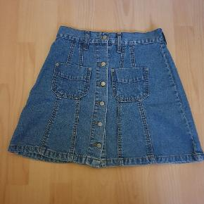 Vintage nederdel fra Amsterdam. S/M.  Tjek og følg min shop for flere lækre ting. Jeg sælger ud af skabet og giver mængderabat 🌼🌼🌼