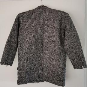 """Super fin uldjakke, der kun er brugt til """"pænt"""" brug."""