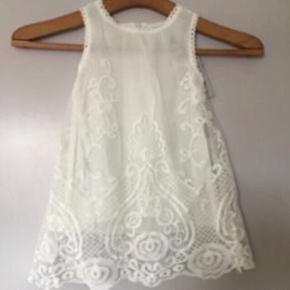 Dåbs/bryllupspige kjole. Har den til både 2 årige og en 6 årige.  Aldrig brugt   Fast pris   Mængde rabat gives ved køb af flere ting   Sender mod betaling fra køber 😊