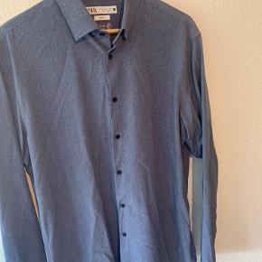 Sælger denne ZARA skjorte   Str XL  Står som helt ubrugt   Cond 10/10  God til arrangementer og fester