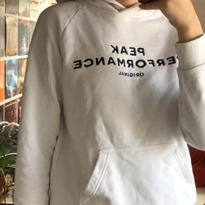 Peak performance hoodie (Har en meget lille plet på lommen)
