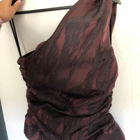 Sælger denne super fine bluse fra ganni - den er aldrig brugt og der er stadig prismærke i❤️