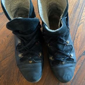 Brugte støvler - men de har stadig et par vintre/efterår i sig.  De trænger til lidt skosværte men er ellers rigtig fine.   Sælges billigt.