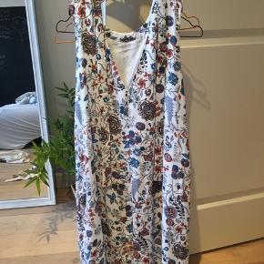 Helt ny kjole fra H&M. Var et fejlkøb, så er aldrig blevet brugt.