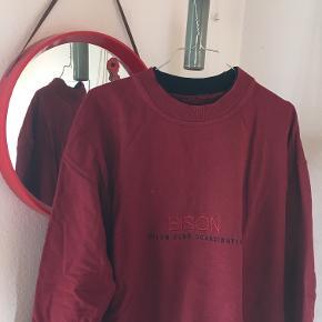 fed sweater fra bison  str. large  skriv gerne for mere info. Køber betaler selv fragt - byd gerne:)