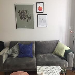 Flot velour sofa fra Ilva. Sofaen har hverken pletter eller tegn på slid.