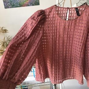 SÅ COOL bluse fra ZARA. Aldrig brugt. Fejler intet. Loose fit🌸🌸