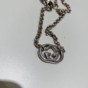 Rigtig fin halskæde fra Gucci.  Lavet af .925 Sterling Sølv.  Ses ikke så tit til salg