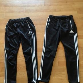 Adidas Træningsbukser str. 15-16/176 og M/180  Måler begge 75cm i indv. ben Med lynlåslommer   Det ene par har en del slid. Sælges kun samlet.   Gls 35kr