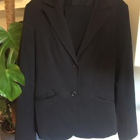 3 Fint jakkesæt #30dayssellout 🌸 Køber betaler selv Porto