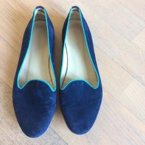 Lækre skind loafers i fed blå farve Pæn stand.  Bytter ikke