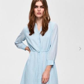Smuk kjole både til bukser, nylonstrømper og bare ben. Kun brugt én gang i få timer. Sælges den jeg ikke får den brugt.