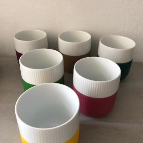 6 fine Royal kontrastkrus kopper, som er i super fin stand. De er brugt nogle gange, men ikke ofte, så de er i super fin stand. Både efterårs, men også friske farver :-)