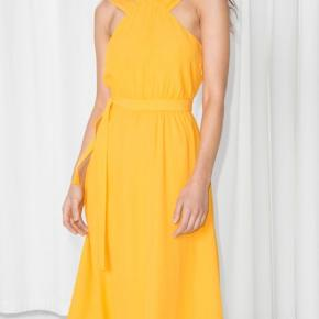 Smuk solsikke gul kjole. Brugt én gang, sælger fordi jeg ikke får den brugt🌻🌻