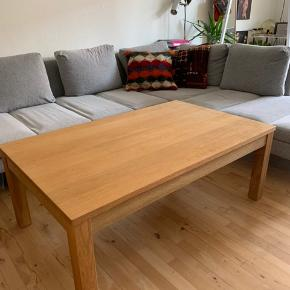 Bordet er 1 år gammelt.  Mål: bredde: 74 cm, længde: 120 cm, højde: 45 cm.   Nypris: 800 kr.  Din pris: 500 kr.