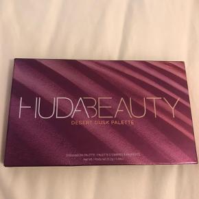 Huda beauty Desert Dusk Palette. Aldrig brugt kun få af farve er blevet swatched.