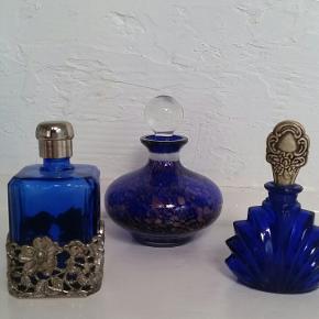 Smukke parfume flakoner til pynt. De har intet indhold og ingen stempler.  Kan også sælges enkeltvis for 200 kr.pr.stk.