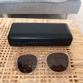 Lyserøde transparente solbriller fra Ace & Tate. Ikke brugt ret meget og fremstår derfor som nye.  Byd gerne. Kan afhentes på Christianshavn :)