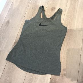 Nike Pro top i en flot grøn farve 😊🙌🏻