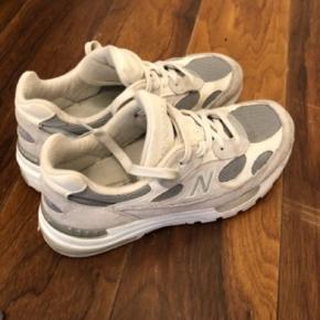 New balance 992 sælges, da jeg har for mange sko. De er helt udsolgt i butikkerne!  Nypris 1699kr  BYD:)