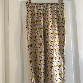 🌸 smukke silke bukser købt her på Trendsales, men de for små til mig 🌸 super stand