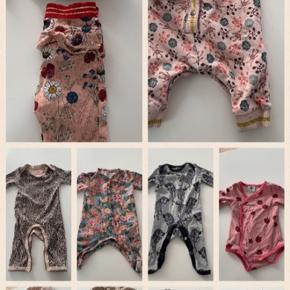 Flot og lækker baby tøjpakke str. 50/56 der er mærker sim petit Sofie Schnoor , småfolk, marmar, hollys, osv spørg om str. Og mærker jeg har mere tøj endnu😃