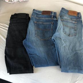 Tiger of sweden jeansSorte: skinny jeans, lidt faded, størrelse 31/32 Mørkeblå: straight jeans aldrig brugt, størrelse 34/32 Lyseblå: skinny jeans 33/32, flotte Koster alle 1200 kr fra ny Men jeg sælger til 300kr pr. Styk