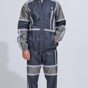 Jakke og buks. Aldrig brugt. 175-183cm Nypris jakke: 3250 Nypris buks: 2300 Sælges samlet 4500