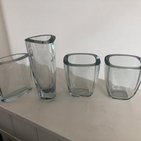4 smukke vaser, hvoraf de to er ens. Ca. 14 cm høje, og den høje er 21 cm. Sælges enkeltvis for 125 kr. pr. stk. eller 400 for alle fire.