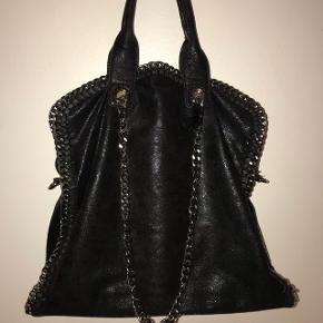 Stella McCartney lignende taske sælges. Brugt 1 gang og er i super fin stand :-) byd!!
