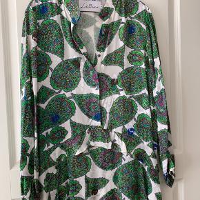 Super flot kjole fra Les Levres str 1 L/xl.   Brugt en gang. Kom med bud.  Ny pris 1200kr.