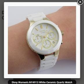 Super smukt ur fra DKNY (39mm) Kun prøvet på så det fremstår som nyt 😍 Uret har keramik rem 🤗