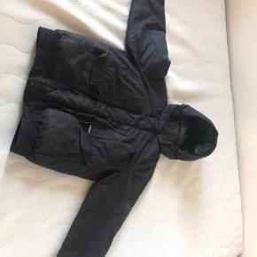 Rigtig fin og god tyk vinter dun jakke