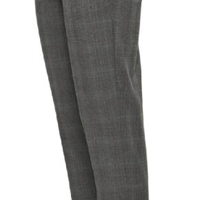 Klassisk buks fra Gestuz i tern med flot knap  detalje nederst. Bumserne har stadig prismærke på og aldrig brugt