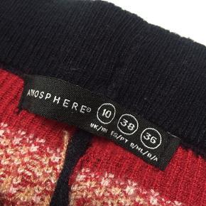 Bløde, strikkede og uldne juleleggins fra Atmosphere i str. 36. Fitter også en 34. Købt i Primark. Ingen tegn på brug🎄💫🎅🏼