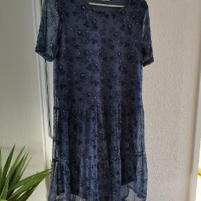Kjole fra VRS, den er et fejlkøb, og jeg har aldrig fået den på, kun prøvet den🌸