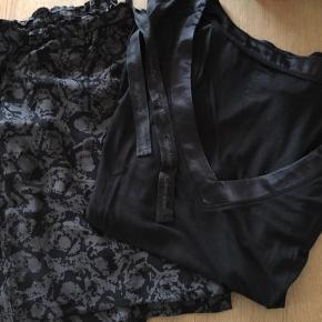 Super lækker pyjamas sæt fra Calvin Klein. bukserne er løse med snøre i taljen - de er str. small men passes også af medium. Blusen er tynd med v-hals. Brugt få gange