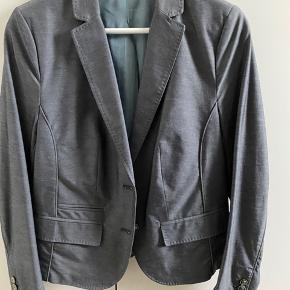 Sælger denne Gustav blazer for min mor i str.40, farven er blågrå